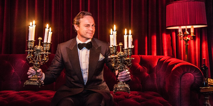 Candle light on red velvet | Jean-Charles Boisset
